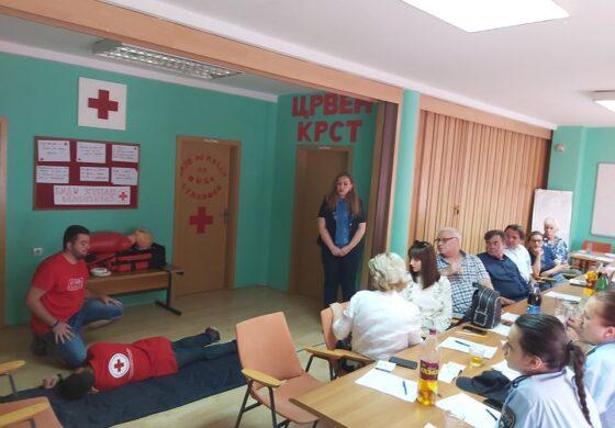 """Црвен Крст Куманово се вклучи во кампањата """"Твоето незнаење чини живот"""" (ФОТО)"""