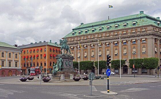 Шведскиот крал го укина кралскиот статус за пет внуци
