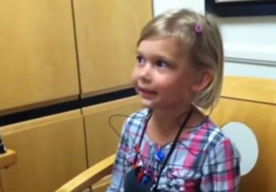 И КАМЕН БИ ЗАПЛАКАЛ: Реакција на девојче кое за прв пат го слуша сопствениот глас (ВИДЕО)
