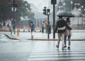Облачно со врнежи од дожд и посвежо